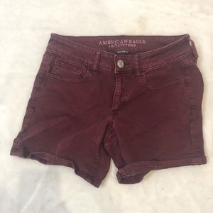 American Eagle maroon stretch shorts